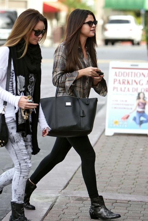 selena-gomez-street-style-leggings