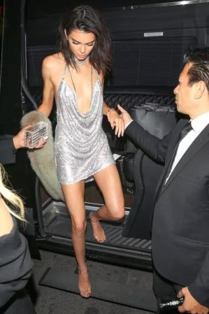 kendall-jenner-chainmail-crystal-dress-trend
