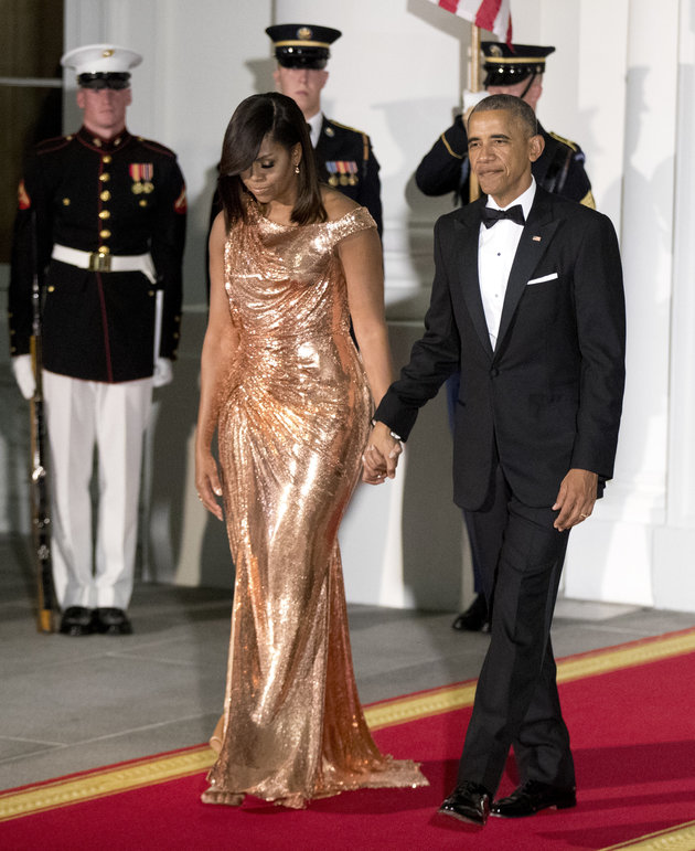 michelle-obama-rosegold-chainmail-dress