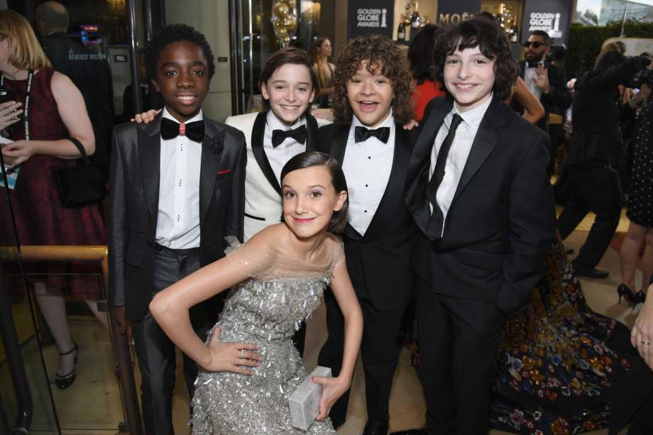 millie-bobby-brown-and-cast_globes-2017