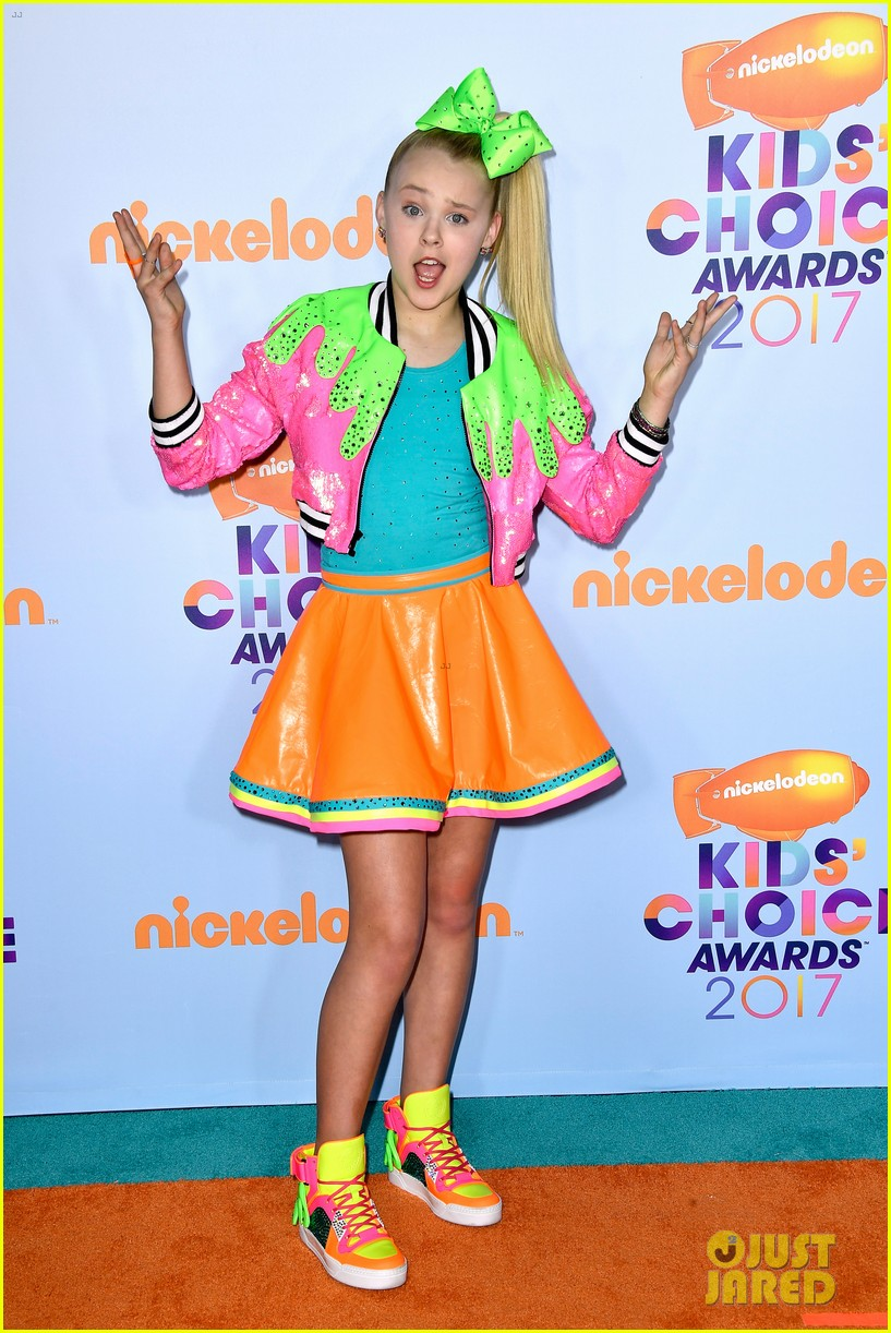 jojo-siwa-wears-slime-inspired-outfit-to-kcas-2017-05